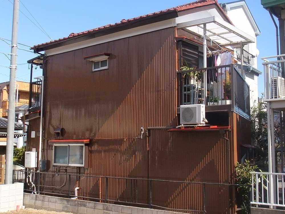 トタン外壁の住宅
